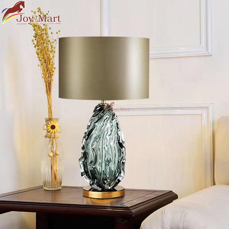 đèn bàn phòng khách thân thủy tinh